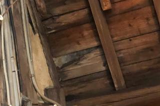 天井が腐って穴が空いた…